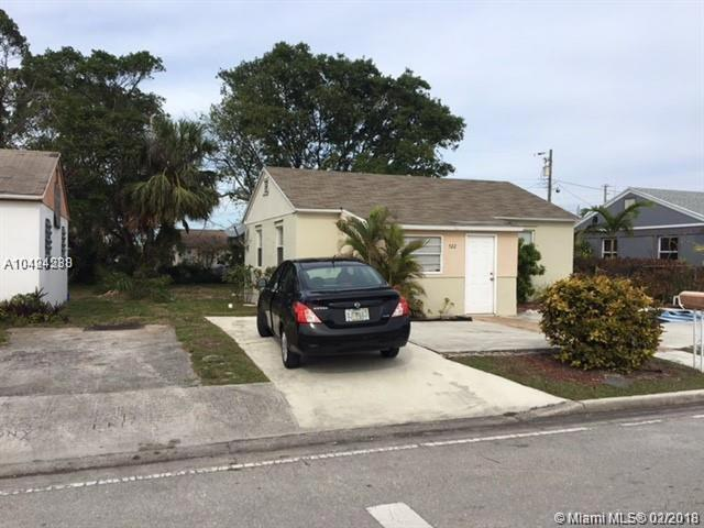 522 W 1st St, Riviera Beach, FL 33404 (MLS #A10424238) :: Stanley Rosen Group