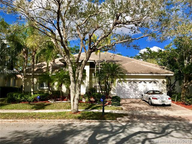 3086 Lakewood Cir, Weston, FL 33332 (MLS #A10426382) :: Laurie Finkelstein Reader Team