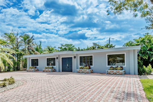 2500 NE 19th St, Pompano Beach, FL 33062 (MLS #A10426385) :: Stanley Rosen Group