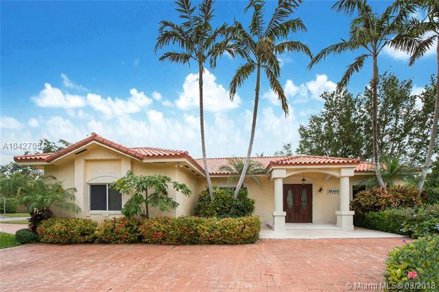 8055 SW 132nd St, Pinecrest, FL 33156 (MLS #A10427054) :: The Erice Group