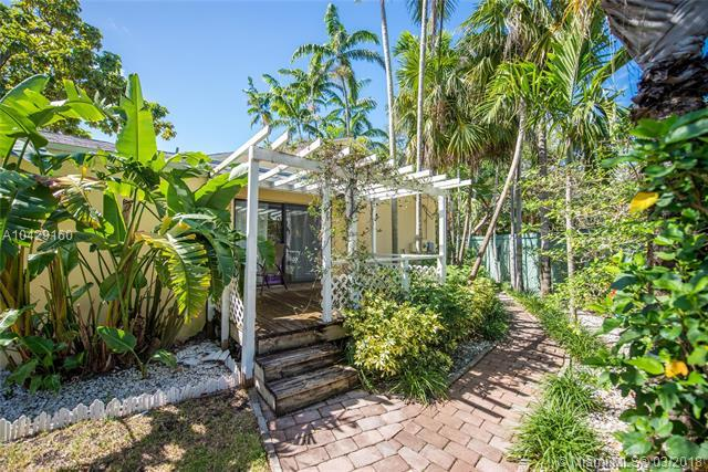 2900 Calusa St, Coconut Grove, FL 33133 (MLS #A10429160) :: The Riley Smith Group