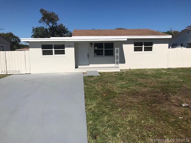 251 NE 13th St, Delray Beach, FL 33444 (MLS #A10429366) :: The Riley Smith Group