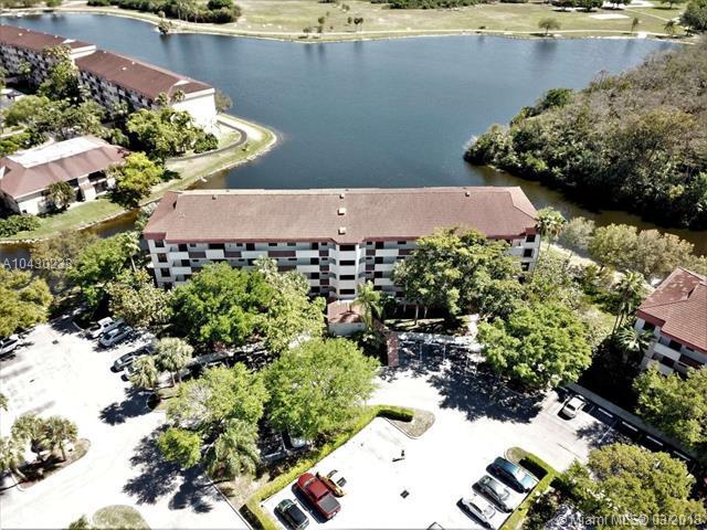 2907 S Carambola Cir S #104, Coconut Creek, FL 33066 (MLS #A10430233) :: Stanley Rosen Group