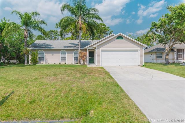 1089 SW Eckard Ave, Port St. Lucie, FL 34953 (MLS #A10430865) :: Stanley Rosen Group