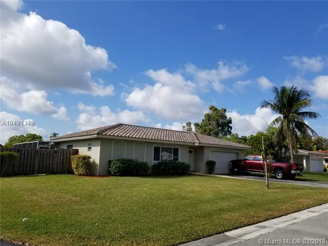 10540 NW 43rd St, Coral Springs, FL 33065 (MLS #A10431349) :: Hergenrother Realty Group Miami