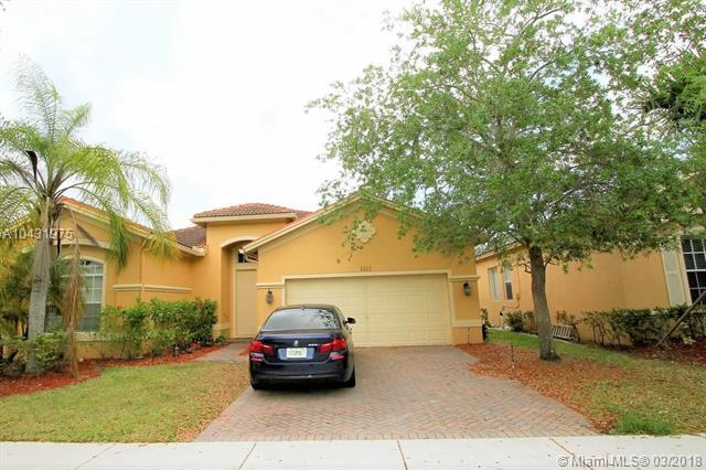 4412 W Whitewater Ave, Weston, FL 33332 (MLS #A10431975) :: Green Realty Properties