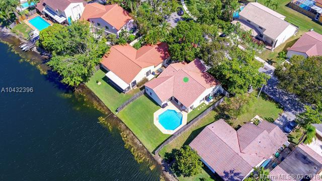 2900 W Aviary Dr, Cooper City, FL 33026 (MLS #A10432396) :: Melissa Miller Group