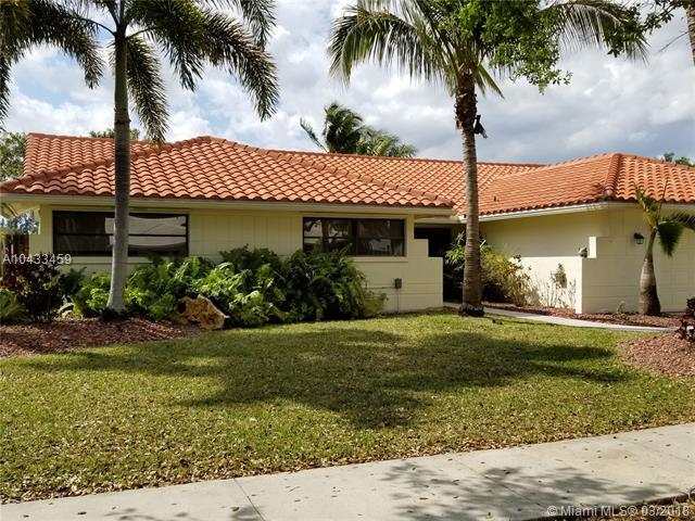 5601 Hawkes Bluff Ave, Davie, FL 33331 (MLS #A10433459) :: Melissa Miller Group