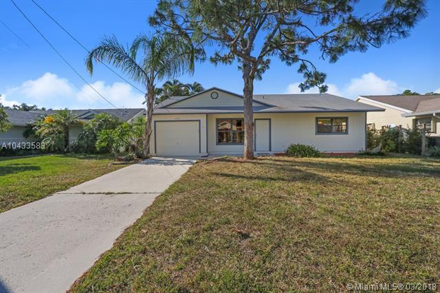 6088 Dania St, Jupiter, FL 33458 (MLS #A10433583) :: Stanley Rosen Group