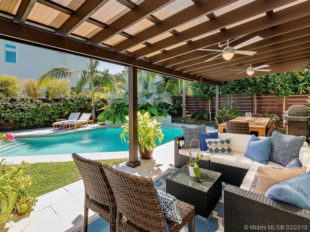 375 Hampton Ln, Key Biscayne, FL 33149 (MLS #A10433702) :: Stanley Rosen Group