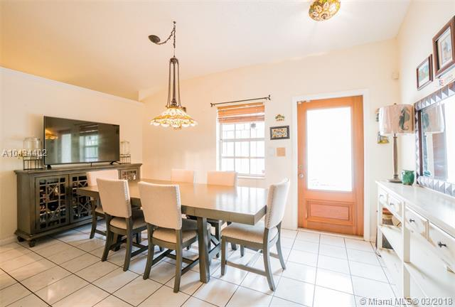 19662 NW 62nd Ct, Hialeah, FL 33015 (MLS #A10434402) :: Castelli Real Estate Services