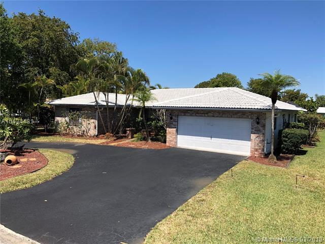 8899 NW 2nd St, Coral Springs, FL 33071 (MLS #A10434481) :: Hergenrother Realty Group Miami