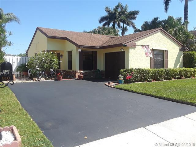 810 Rock Hill Ave, Davie, FL 33325 (MLS #A10434806) :: Melissa Miller Group