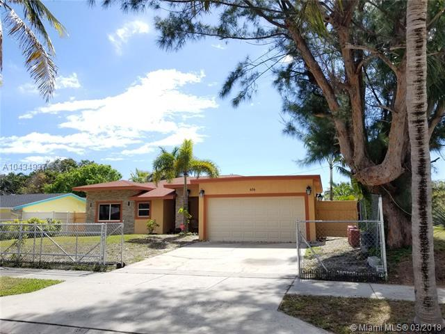 616 NE 9th Ave, Boynton Beach, FL 33435 (MLS #A10434937) :: Green Realty Properties