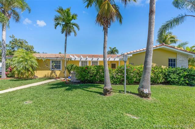 17641 SW 87 Ave, Palmetto Bay, FL 33157 (MLS #A10435536) :: The Erice Group