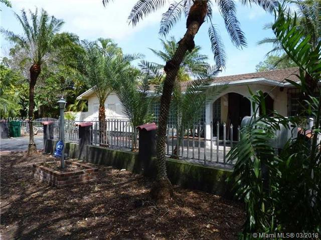 17425 SW 87th Ave, Palmetto Bay, FL 33157 (MLS #A10435552) :: The Erice Group
