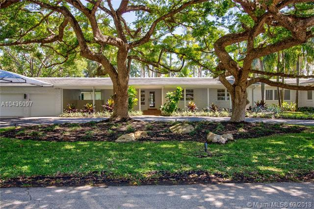 10651 SW 65th Ave, Pinecrest, FL 33156 (MLS #A10436097) :: The Erice Group