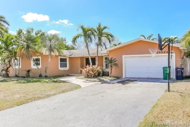 13024 SW 114th Ct, Miami, FL 33176 (MLS #A10436434) :: The Erice Group