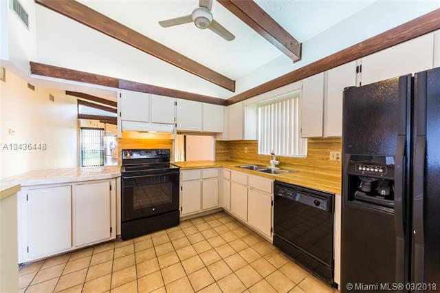 131 Gate Rd 4-65, Hollywood, FL 33024 (MLS #A10436448) :: RE/MAX Presidential Real Estate Group