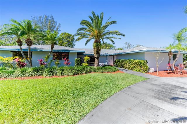17630 SW 76 Ave, Palmetto Bay, FL 33157 (MLS #A10436720) :: The Erice Group