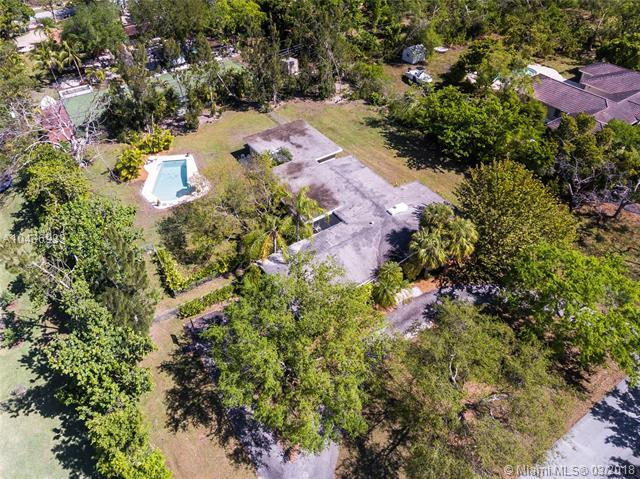 7841 SW 129th Ter, Pinecrest, FL 33156 (MLS #A10436933) :: The Erice Group