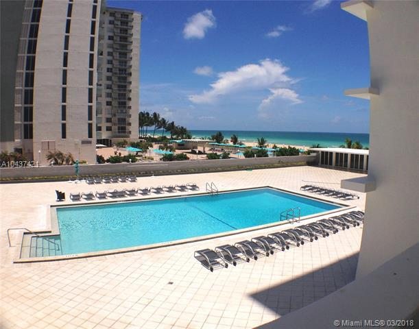5601 Collins Ave #425, Miami Beach, FL 33140 (MLS #A10437421) :: The Erice Group