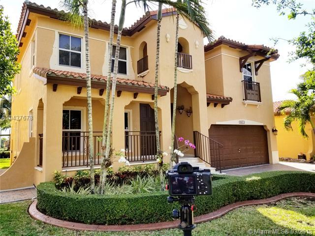 2641 SW 153rd Path, Miami, FL 33185 (MLS #A10437678) :: Castelli Real Estate Services