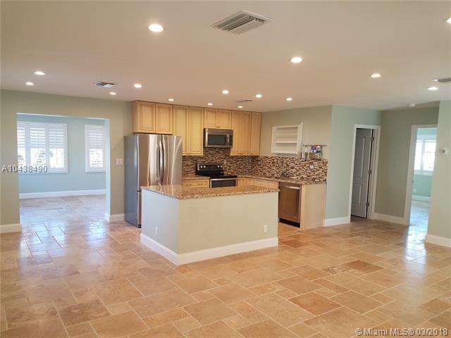 2375 NE 8th St, Pompano Beach, FL 33062 (MLS #A10438490) :: The Riley Smith Group