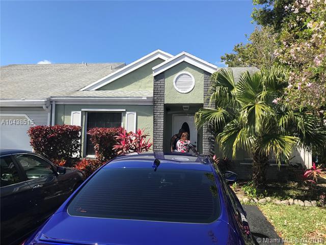 1121 SW 110th Lane, Davie, FL 33324 (MLS #A10438515) :: RE/MAX Presidential Real Estate Group