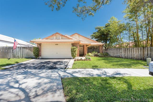 3165 E Quayside Dr, Cooper City, FL 33026 (MLS #A10438531) :: RE/MAX Presidential Real Estate Group