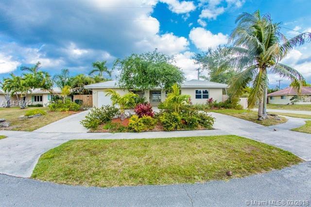 898 SW 12th Ter, Boca Raton, FL 33486 (MLS #A10438922) :: Green Realty Properties