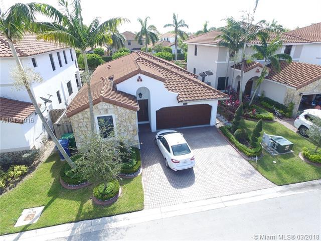 9826 NW 10th St, Miami, FL 33172 (MLS #A10439016) :: Green Realty Properties