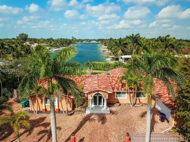 14020 SW 92nd Ave, Miami, FL 33176 (MLS #A10439401) :: The Teri Arbogast Team at Keller Williams Partners SW