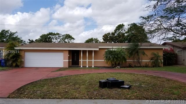 8421 Windsor Dr, Miramar, FL 33025 (MLS #A10439531) :: RE/MAX Presidential Real Estate Group