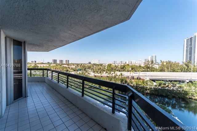 3500 Mystic Pointe Dr #704, Aventura, FL 33180 (MLS #A10439788) :: RE/MAX Presidential Real Estate Group