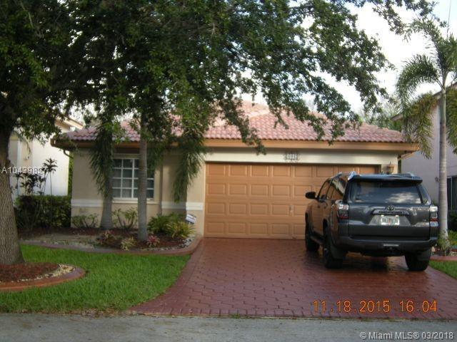 601 SW 176th Ave, Pembroke Pines, FL 33029 (MLS #A10439827) :: RE/MAX Presidential Real Estate Group