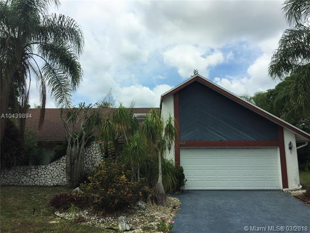 8017 NW 83rd Way, Tamarac, FL 33321 (MLS #A10439894) :: Green Realty Properties
