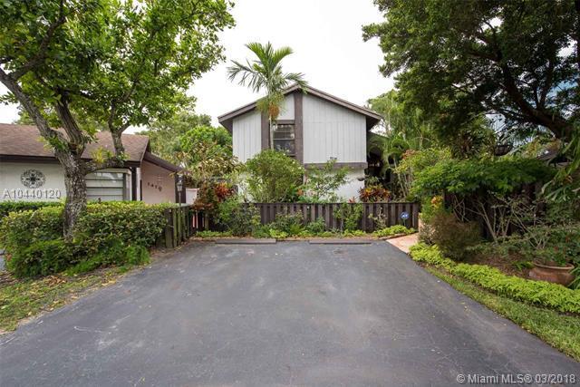 1480 NE Flamingo Ct, Pembroke Pines, FL 33026 (MLS #A10440120) :: RE/MAX Presidential Real Estate Group