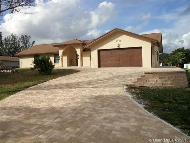 19711 SW 13th Mnr, Pembroke Pines, FL 33029 (MLS #A10440183) :: RE/MAX Presidential Real Estate Group