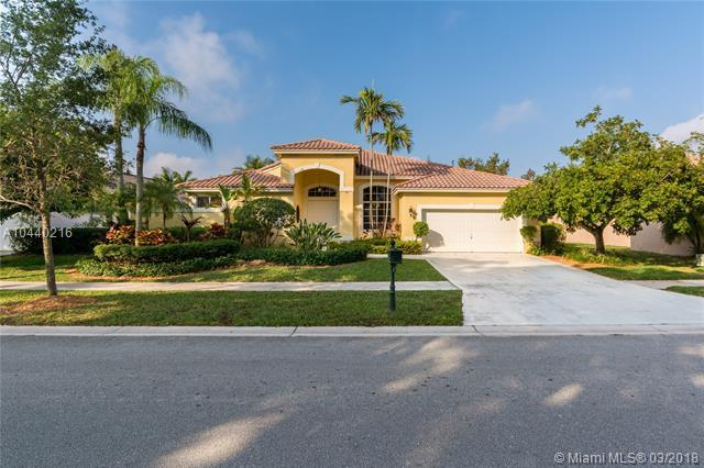 780 Bayside Ln, Weston, FL 33326 (MLS #A10440216) :: Green Realty Properties