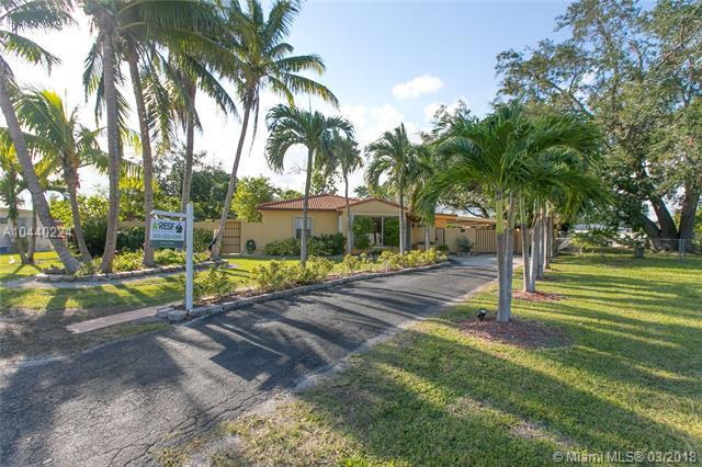1450 SW 73rd Place, Miami, FL 33144 (MLS #A10440224) :: RE/MAX Presidential Real Estate Group