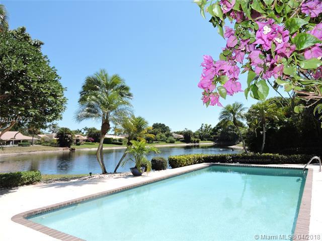 613 W Lakewoode Cir W, Delray Beach, FL 33445 (MLS #A10440227) :: Stanley Rosen Group