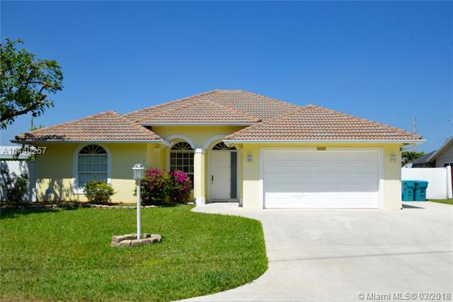 1221 Isle Ct, Boynton Beach, FL 33426 (MLS #A10440257) :: Stanley Rosen Group