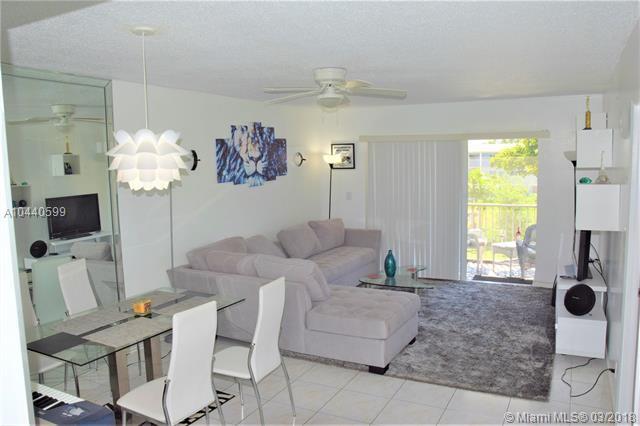 4900 Washington St #311, Hollywood, FL 33021 (MLS #A10440599) :: Live Work Play Miami Group