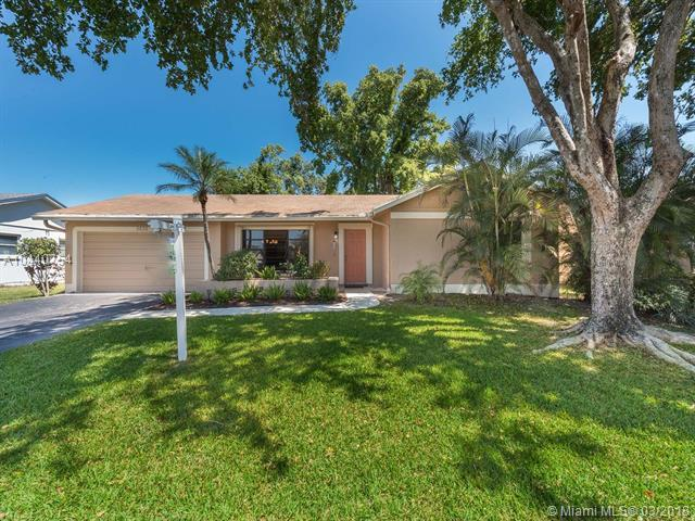 5630 SW 120th Ave, Cooper City, FL 33330 (MLS #A10440754) :: Green Realty Properties