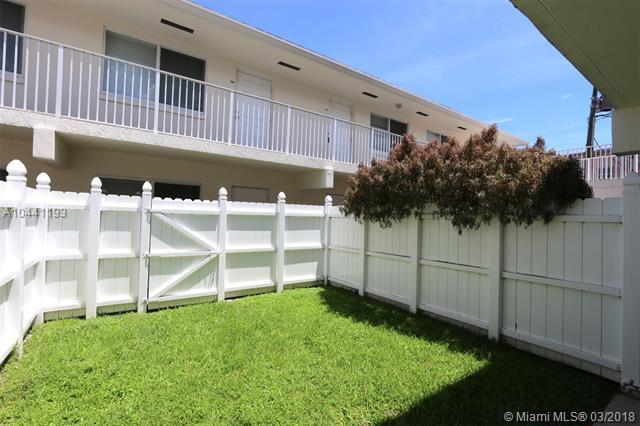 1878 NE 46th Street C2, Fort Lauderdale, FL 33308 (MLS #A10441193) :: Stanley Rosen Group