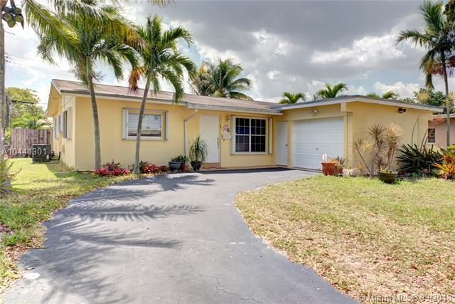 7710 Nw 40th St, Hollywood, FL 33024 (MLS #A10441301) :: Stanley Rosen Group