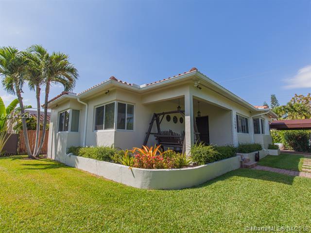 1550 SW 16th Ave, Miami, FL 33145 (MLS #A10442236) :: Carole Smith Real Estate Team