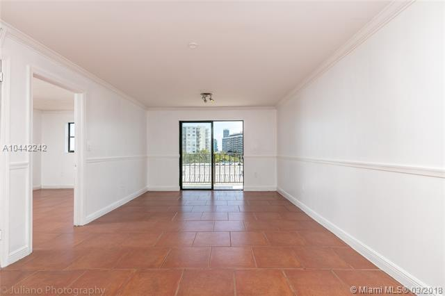 990 Biarritz Dr #502, Miami Beach, FL 33141 (MLS #A10442242) :: The Teri Arbogast Team at Keller Williams Partners SW