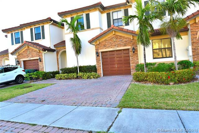 11858 SW 153rd Ct, Miami, FL 33196 (MLS #A10442554) :: The Teri Arbogast Team at Keller Williams Partners SW